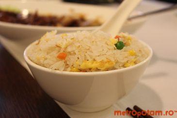 Orez cu legume si ou Yang Zhou