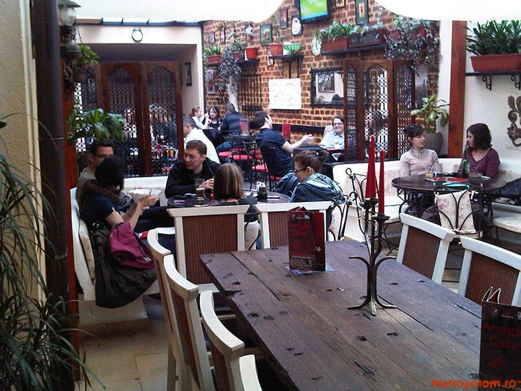 Arcade cafe