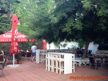Backyard Garden & Pub