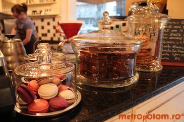 Macarons, brownies & cookies