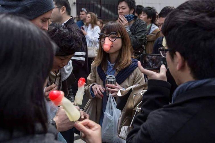 FOTO VIDEO Tradiţie japoneză: festivalul penisului sărbătorit pe stradă