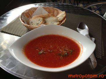 Supa de rosii cu quinoa bio si busuioc