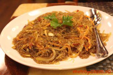 Spaghete cu legume in sos iute-acrisor
