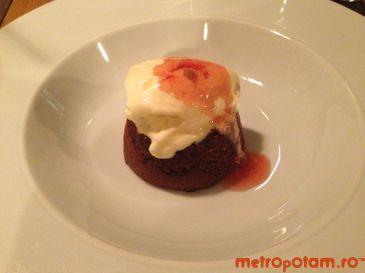 Moelleux cu ciocolata neagra si inghetata de vanilie