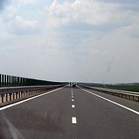Utile - Trafic intens pe Autostrada Soarelui dupa ce o autoutilitara a luat foc