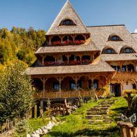 Locuri de vizitat - Idee de vacanta: Conacul Drahneilor, un loc unic si traditional care se afla in Maramures