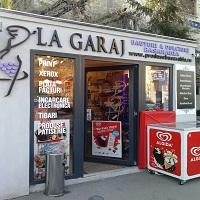 Hai la cumparaturi! - La GARAJ - magazinul basarabean cu bomboane Bucuria si vinuri Milestii Mici
