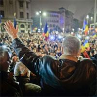 Din prea multa dragoste de Iohannis, ne dam cu democratia in cap