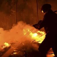Utile - Un incendiu puternic a izbucnit intr-un imobil din Sectorul 1