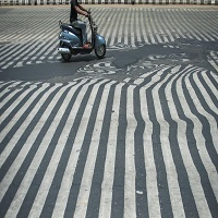 La zi pe Metropotam - Canicula din India a facut asfaltul sa se topeasca