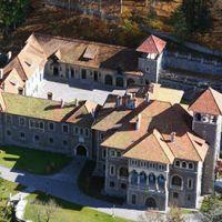Locuri de vizitat - Idee de vacanta: Castelul Cantacuzino din Busteni, locul cu o arhitectura unica si un restaurant impresionant