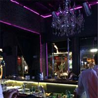 Cronici Cluburi din Bucuresti, Romania - Vintage Pub - locul in care chelnerii iti spun sa nu-ti lasi telefonul pe masa, ca se fura