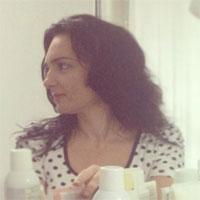 Interviuri - De vorba cu Izabela Curteanu despre cosmetica, atacuri de panica si trucuri de la bunica
