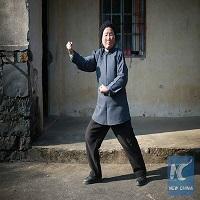 O bunicuta de 94 de ani din China face senzatie cu tehnicile sale kung-fu