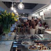 Cronici Cafenele din Bucuresti, Romania - Cremeria Emilia - cea mai frumoasa cofetarie italiana din Centrul Vechi