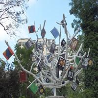 Copacul cu Carti - doua luni de carti gratuite in Gradina Cismigiu
