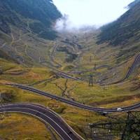 Locuri de vizitat - Transfagarasanul este pe lista celor mai frumoase drumuri din lume