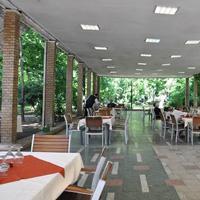 Cronici Restaurante din Bucuresti, Romania - Casa Universitarilor din Bucuresti - terasa cu iz comunist, unde mananci ieftin, si te simti ca-n '90