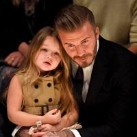La zi pe Metropotam - Harper ii citeste o povestioara lui David Beckham, iar fanii s-au topit de drag