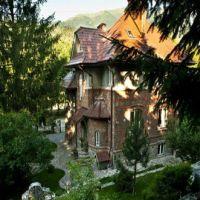 Locuri de vizitat - Idee de vacanta: Villa Poem Boem unde o sa te simti ca un personaj cu sange regal