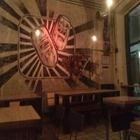 Cronici Restaurante din Bucuresti, Romania - C8 - un local nou cu potential in Centrul Vechi, unde poti iesi vineri seara la o bere