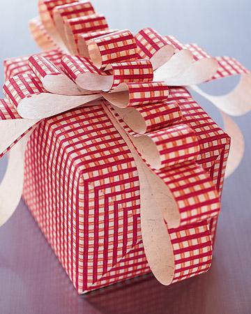Cum impachetezi cat mai creativ cadourile si cat te costa