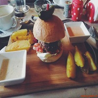 Switch.eat - un nou burger (& more) bar urban in Bucuresti