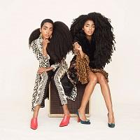 Gemenele identice care au un par natural afro superb si care te vor cuceri instant