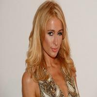 La zi pe Metropotam - Care este sloganul cu care Paris Hilton vrea sa candideze la presedintia Americii
