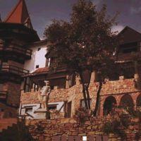 Locuri de vizitat - Idee de vacanta: Castelul Lupilor, locul de legenda unde va puteti relaxa
