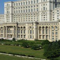 Utile - Esplanada din fata Palatului Parlamentului se reamenajeaza
