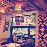 Cronici Terase din Romania - Noul restaurant La Placinte de pe Stefan cel Mare: decor cool, atmosfera prietenoasa si mancare buna