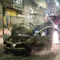 La zi pe Metropotam - O masina a ars in totalitate pe Bulevardul Magheru