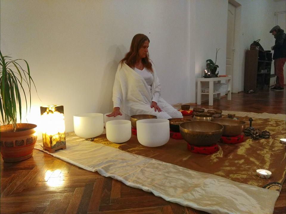 Meditație cu boluri tibetane cântătoare