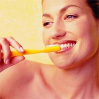 Sfatul medicului stomatolog - Dr. Ruxandra Ciltea - 10 moduri de a ne pastra dintii mai albi
