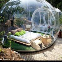 Locuri de vizitat - Cum arata hotelul din Franta unde dormi in bule din plastic