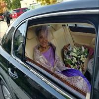 La zi pe Metropotam - Internetul s-a indragostit de aceasta batranica de 86 de ani imbracata superb la nunta ei