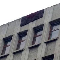 La Academia de Studii Economice din Bucuresti covoarele se usuca in vazul lumii, pe cladire