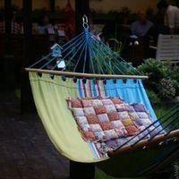 Locuri din Bucuresti unde va puteti relaxa pe canapele, perne sau in hamace