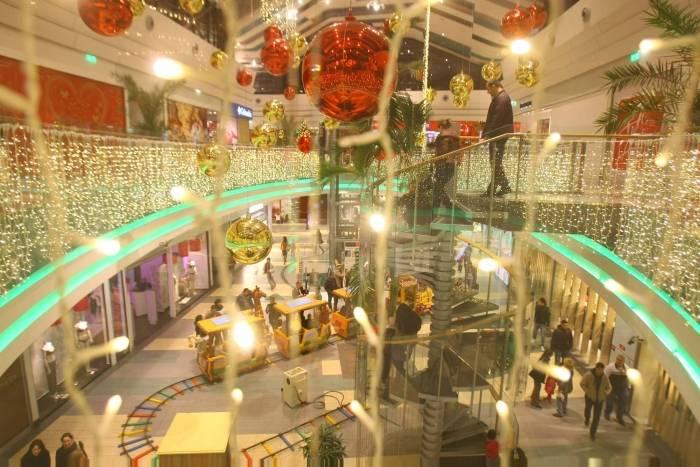 Cea mai mare instalatie de Craciun de interior din lume, aprinsa din nou in Bucuresti