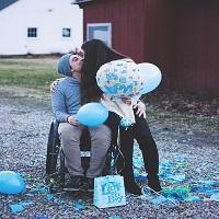 La zi pe Metropotam - O tanara si iubitul ei paraplegic au anuntat ca vor deveni parinti in cel mai amuzant si simpatic mod posibil