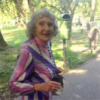 """""""Frida. Evreica. Dar cand ne mai vedem pe strada ma strigi Duti, bine?"""" - femeia cocheta de 90 de ani din Cismigiu"""