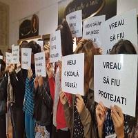 La zi pe Metropotam - La o scoala din Pitesti parintii protesteaza de 3 zile fata de un copil cu deficit de atentie