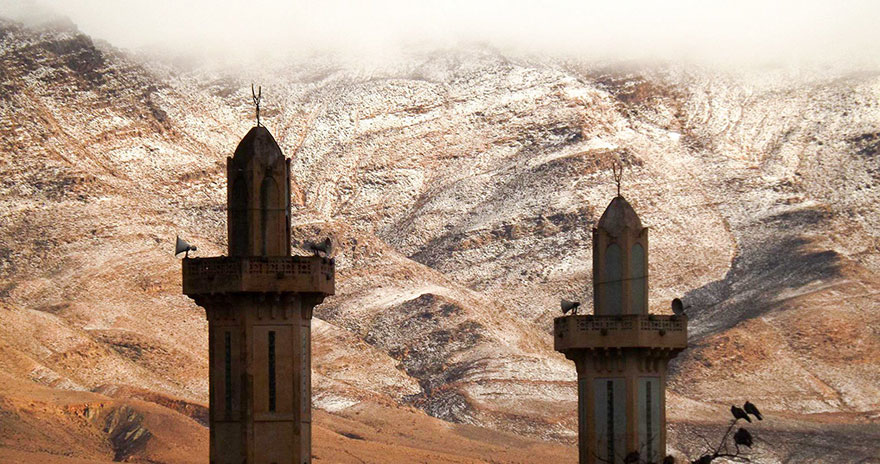 rare-snow-sahara-desert-geoff-robinson-4.jpg