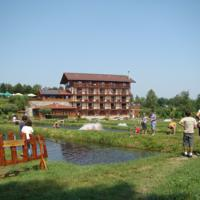 Cronici Restaurante din Romania - Idee de vacanta: Pastravaria Albota, locul unde peisajul o sa te lase fara cuvinte