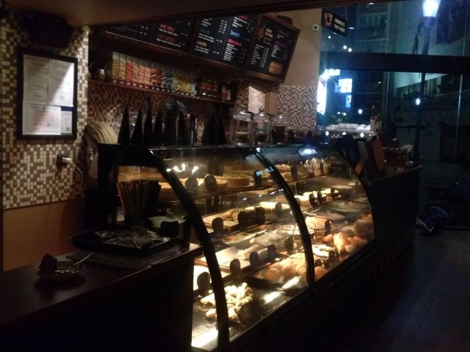 Cronici Cafenele din Bucuresti, Romania - Love.Peace.Coffee la Tucano Coffee din Centrul Vechi