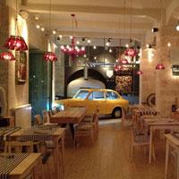 Cronici Terase din Romania - Bocca Lupo - restaurantul in care pizza se face intr-un Fiat si nota vine cu o Vespa
