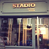 Cronici Restaurante din Bucuresti, Romania - Restaurantul Stadio cu atrium - locul cu decor sportiv de unde pleci mai fericit