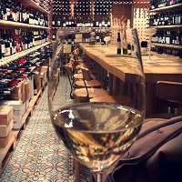 VINO- noul wine bar hip de pe strada Eminescu