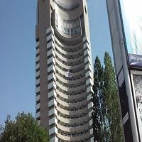 La zi pe Metropotam - Un barbat ameninta ca se arunca de pe Hotelul Intercontinental